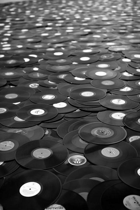 L'Aura: biografia e discografia della cantante